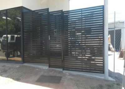 PRIVACY SCREEN AND GATE